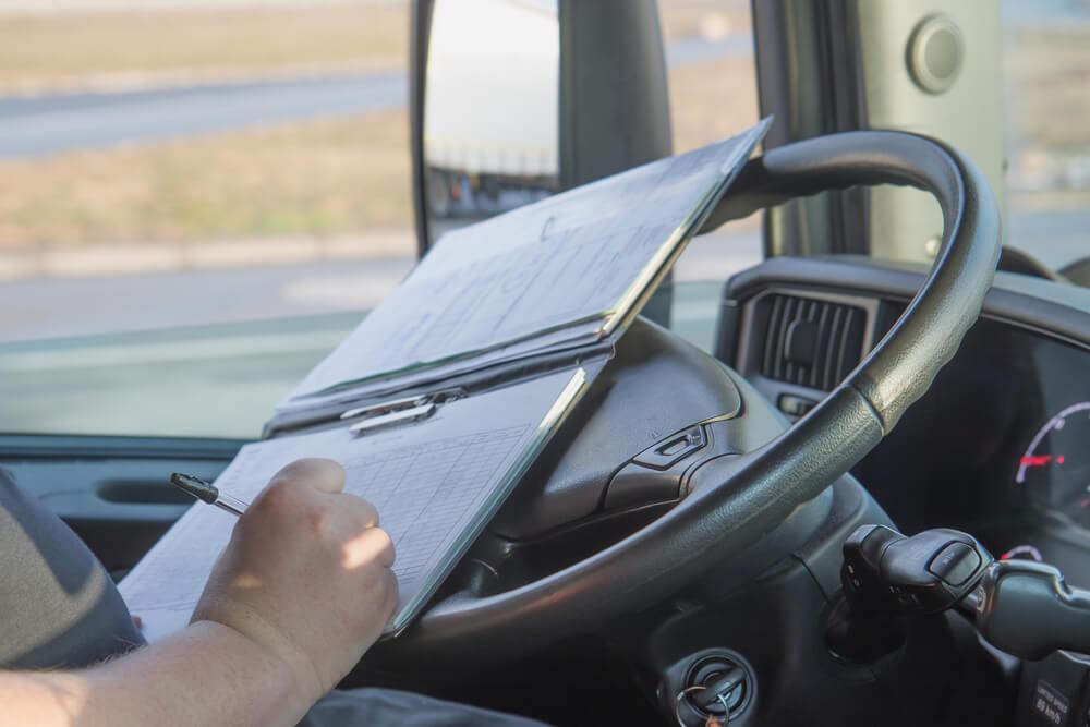 Mercedes-Benz oferece curso gratuito para caminhoneiros